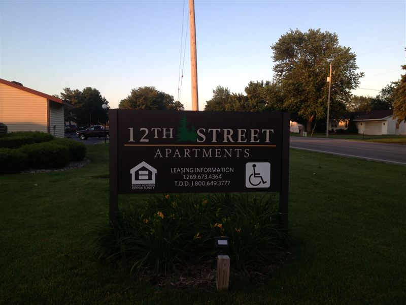 12th Street Sign