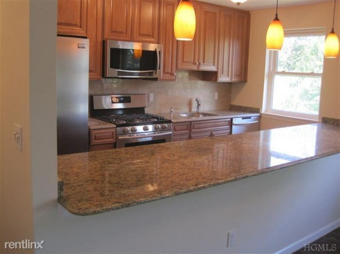 Beautifully Renovated 2 Bedroom Apt on 2nd Fl of Building - H/HW - Water Views - Mamaroneck