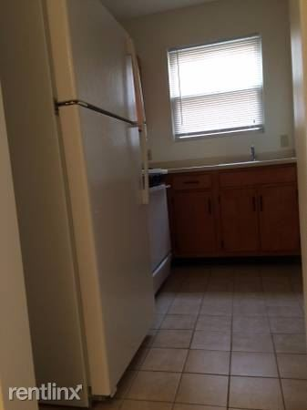Bright 1 Bedroom Garden Style Apartment-Heat/Hot Water-Laundry On-Site-Grarge Parking - White Plains