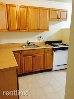 Sunny 2 Bedroom Apt - in Elevator Building - Laundry On Site - H/HW Located in Pelham