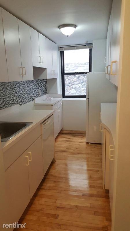 Sunny 2 Bedroom Apt on 6th Floor of Elevator Building - Laundry On Site - Located in Pelham