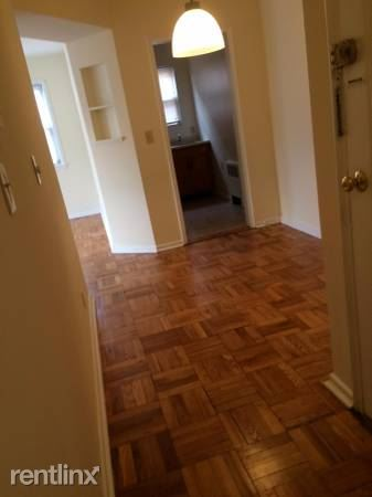 Bright 1 Bedroom Garden Style Apartment - H/HW -Laundry On-Site- Gararge Parking - White Plains