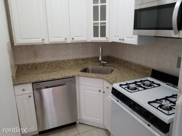 Sunny 1 Bedroom Apartment on 6th Floor - Parking / Yonkers