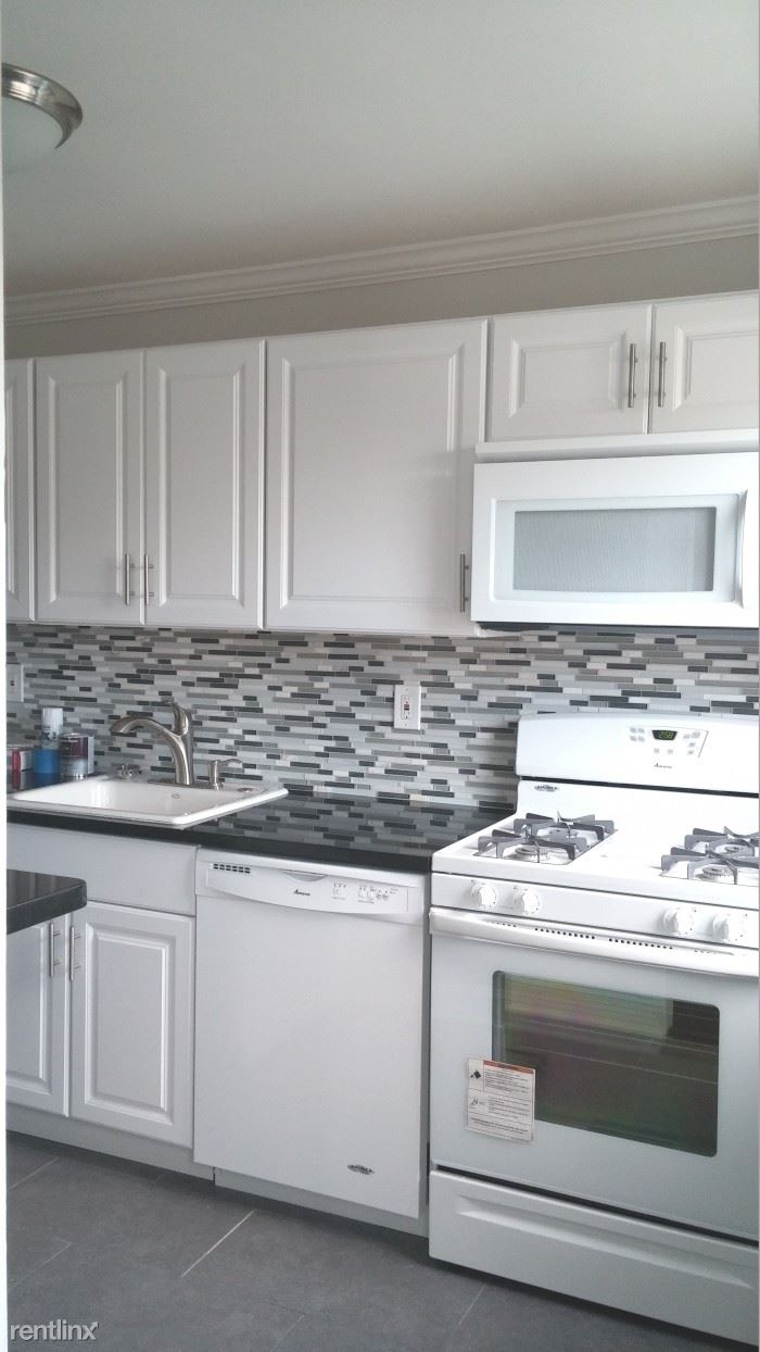 Newly Renovated Studio Apartment on 6th Floor - Parking - Laundry / Harrison