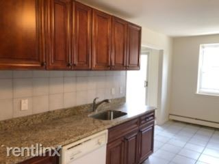 Beautiful 2 Bedroom, 2 Bath Apt - Laundry On Site-Harrison