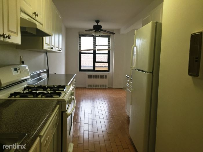 Spacious 1 Bedroom on 3rd Floor of Elevator Building Located In White Plains- Laundry On-Site