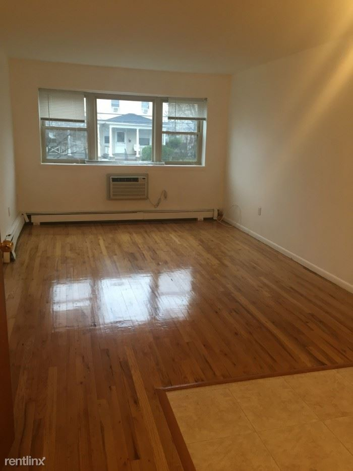 Renovated 1 bedroom Duplex Garden Building- Laundry On Site - 1 Parking Space/Harrison