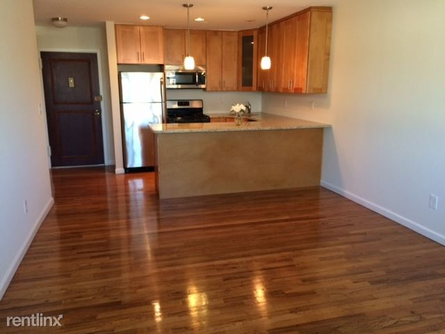 Renovated 1 Bedroom Apt - Laundry On Site - 1 Parking Space/White Plains