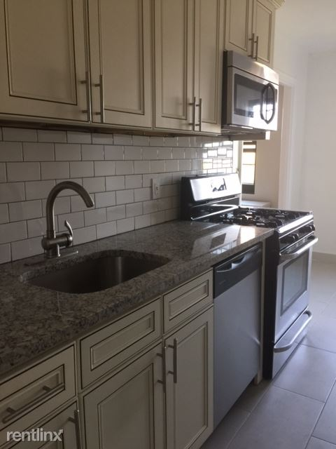 Renovated 2 Bedroom Apt - Heat/Hot Water - Laundry On Site /Mamaroneck