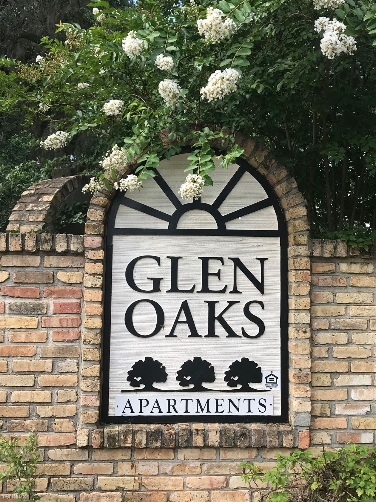 Glen Oaks Apartments