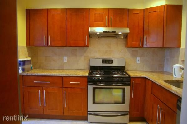 Gorgeous Newly Renovated 2 Bed, 1.5 Bath Townhouse - W/D In Unit - Small Pets Welcome - White Plains