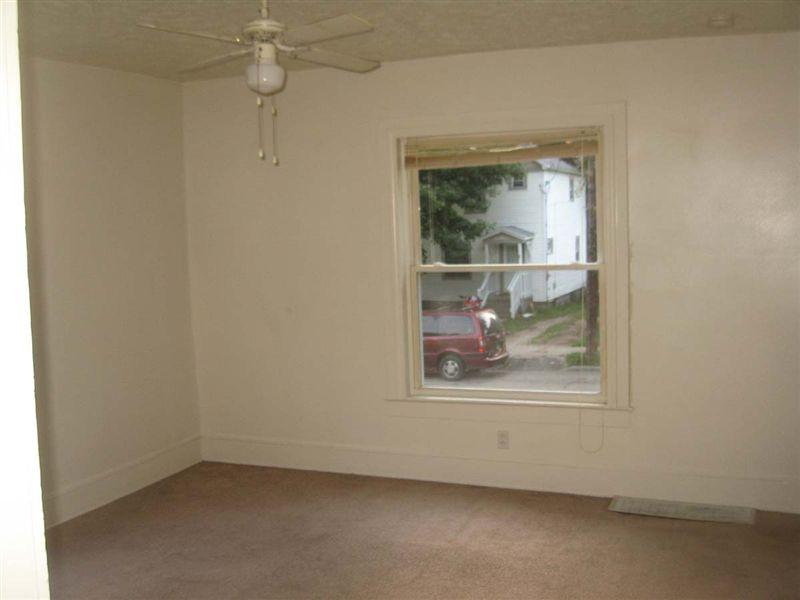 1810 Lyons living Room