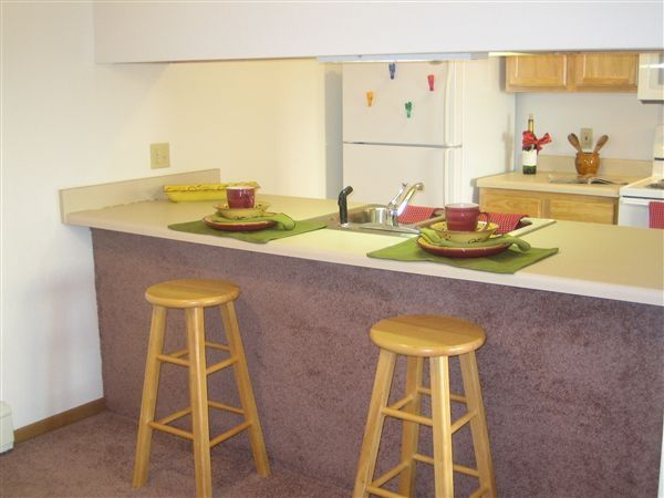 Gorgeous Kitchen w/ Breakfast Bar