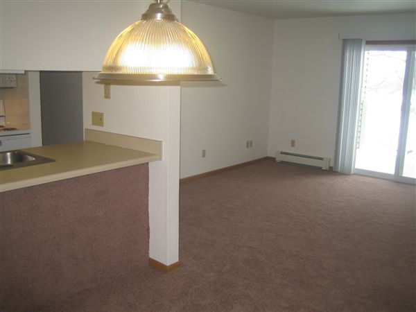Nice big dining & living rooms!
