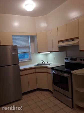 Renovated 1 Bedroom with Office/ Den on 1st Floor -Yonkers