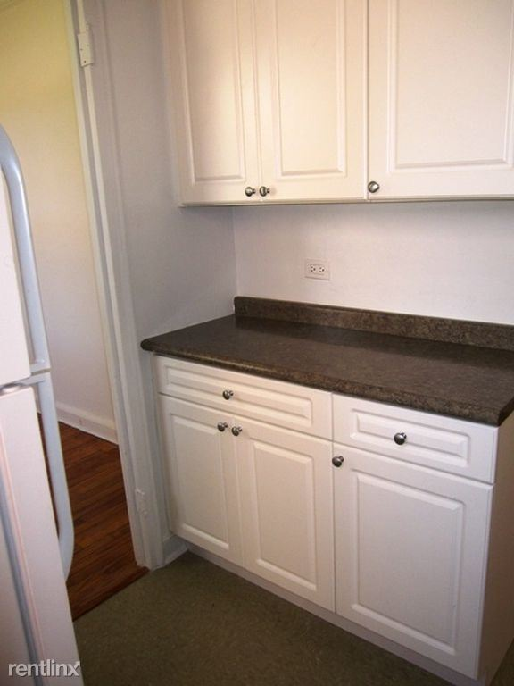 Bright 2 Bedroom Apt in Garden Style Complex - H/HW - Pets - Parking - North White Plains