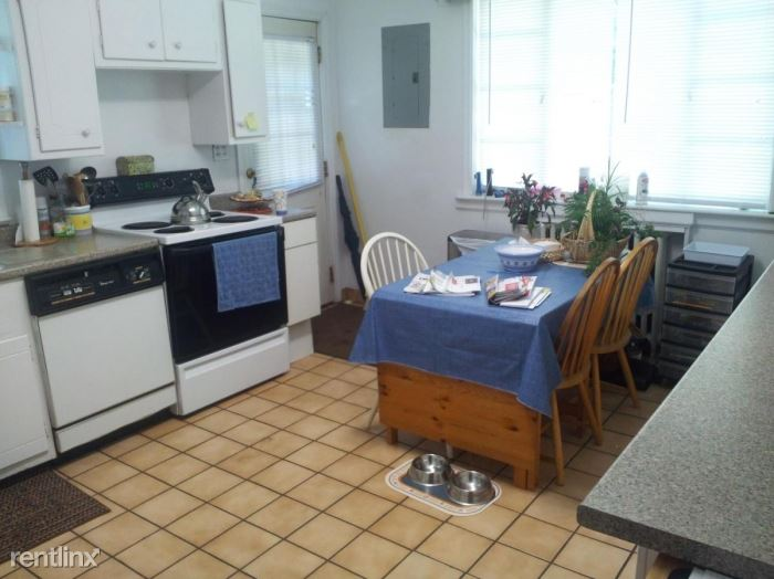 Spacious 3 Bedroom, 1.5 Bath w/ Den in Duplex Located in Rye- 2 Parking Spaces
