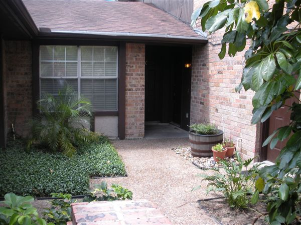 Ranch Style Courtyard Entry