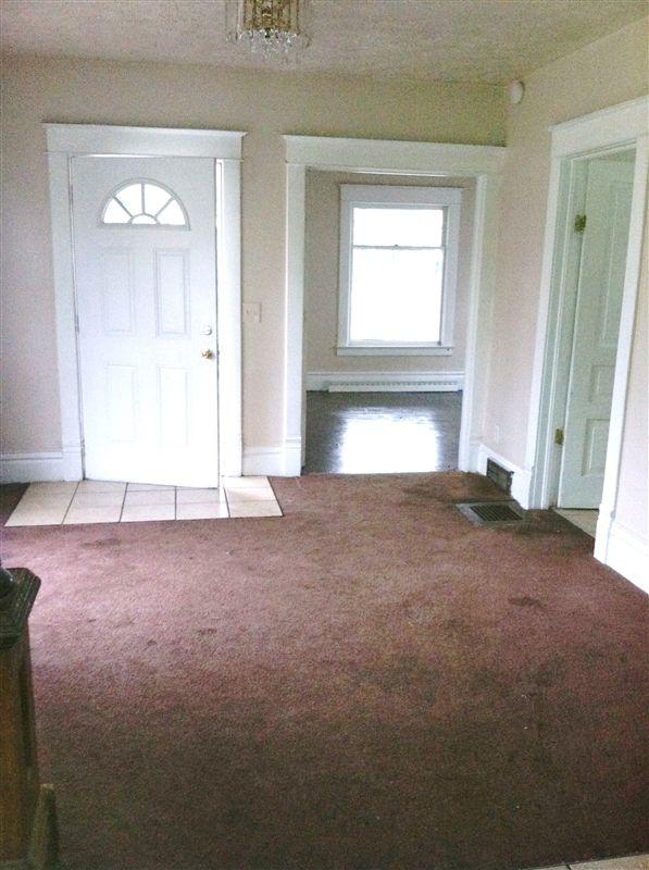 600 Baker Living Room