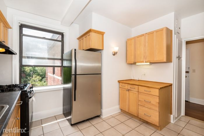 Lovely 2 Bedroom Apt in Rental Building - Laundry - H/HW - Larchmont