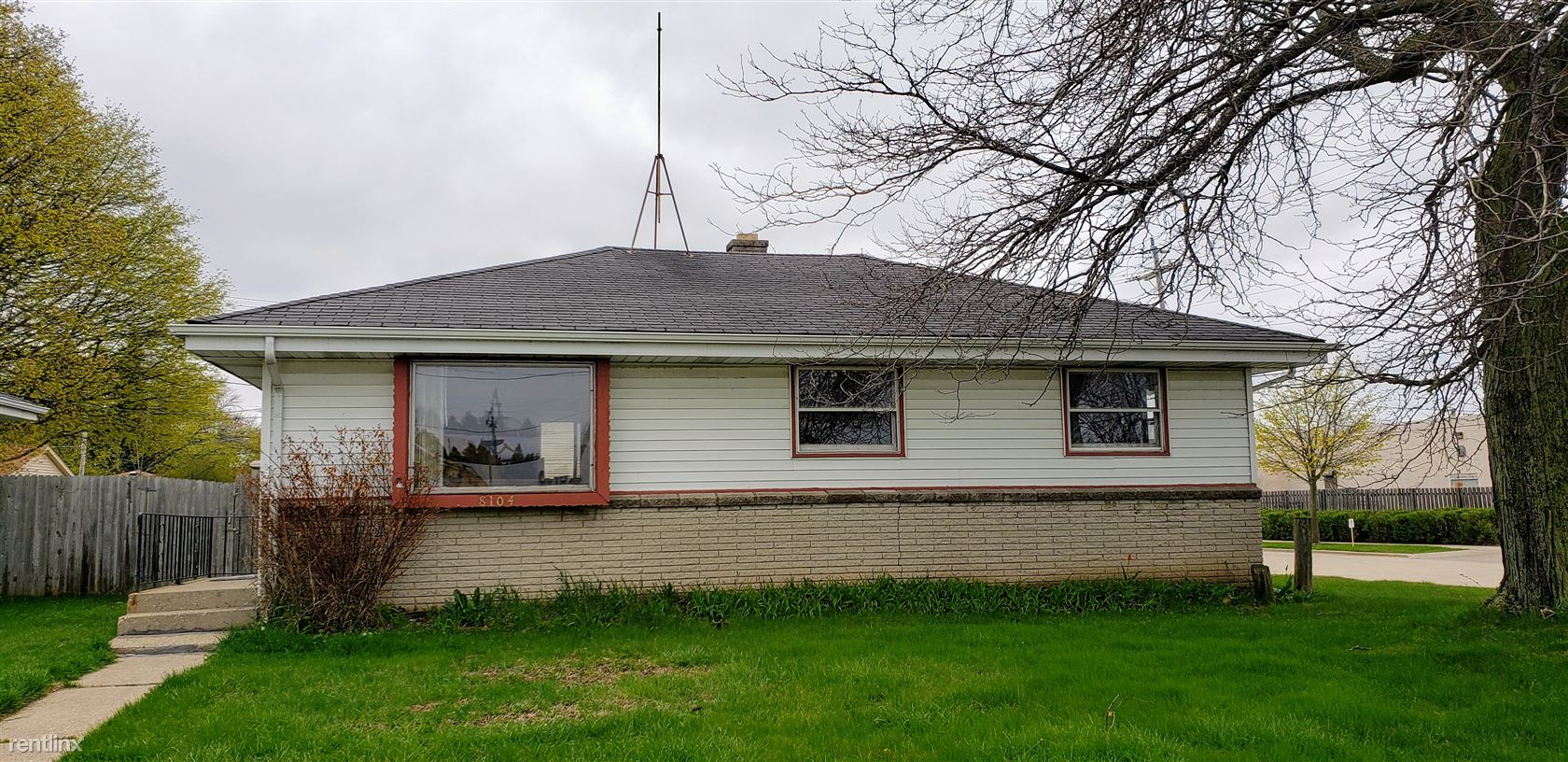 Apartment For Rent At 8104 22nd Ave Kenosha Wi 53143 Rentler