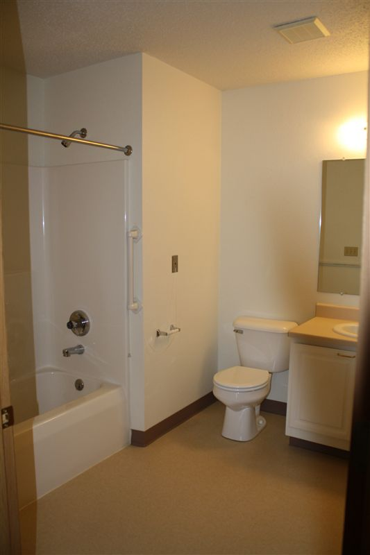 Bathroom of 2 Bed Apt  with full tub
