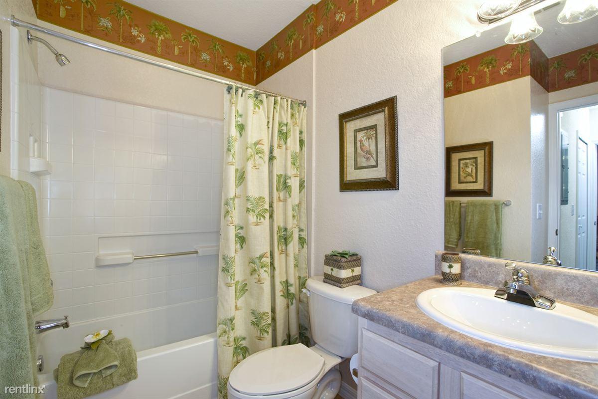 Audubon Oaks Guest Bathroom