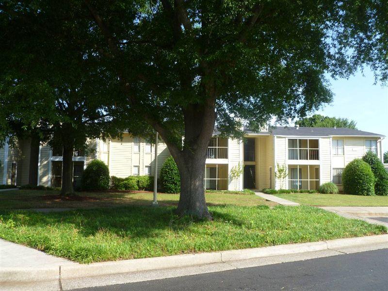 Governor's House Apartments in Huntsville, AL