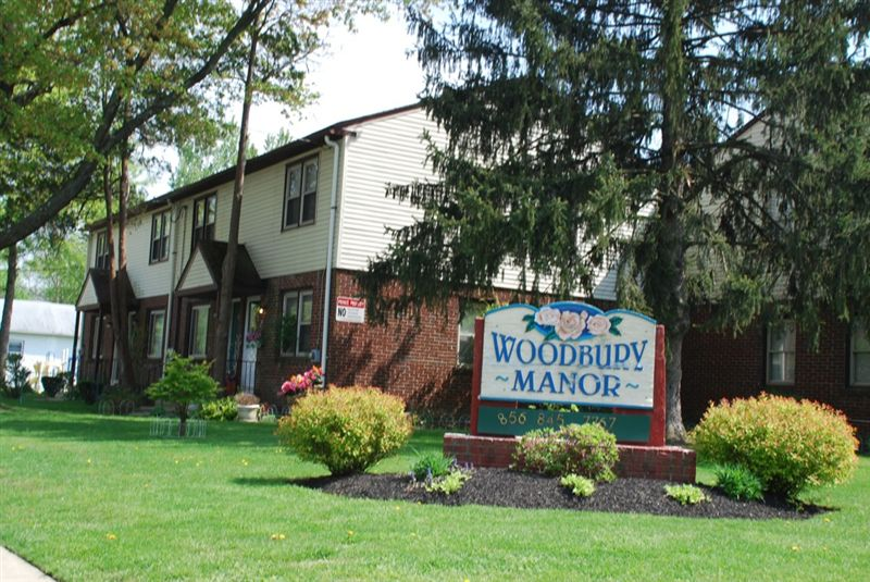 Woodbury Manor Townhomes