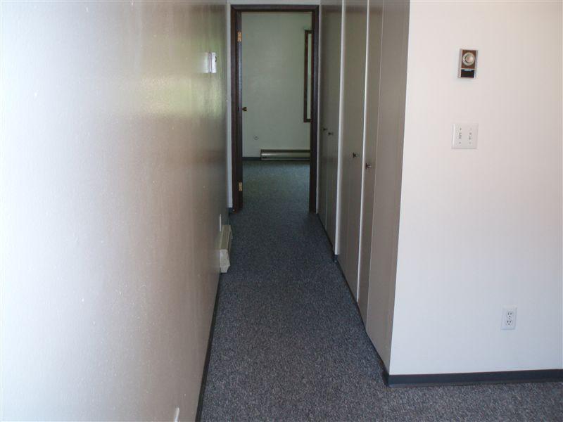 1 Bedroom hallway