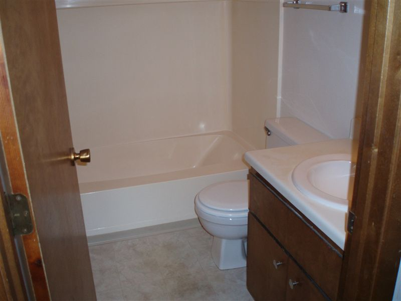 UH SV bathroom 2,3 br