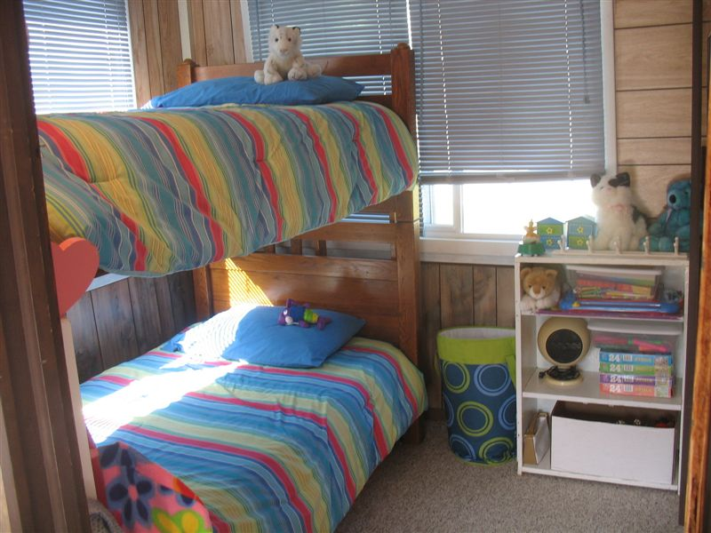 BUNK ROOM FOR 2, PULLOUT MATTRESS NOT USED IN WINTER TIME