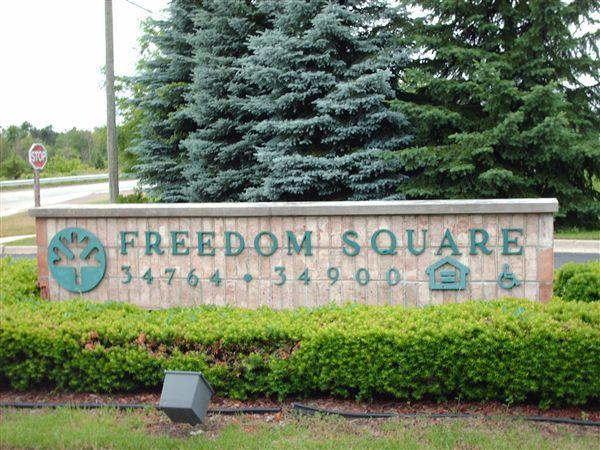 34848 Freedom Rd, Farmington Hills, MI