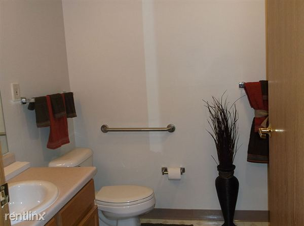 1 and 2 Bedroom Apartment Bathroom