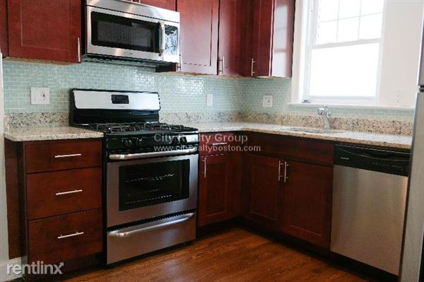95 Neponset Ave, Roslindale, MA
