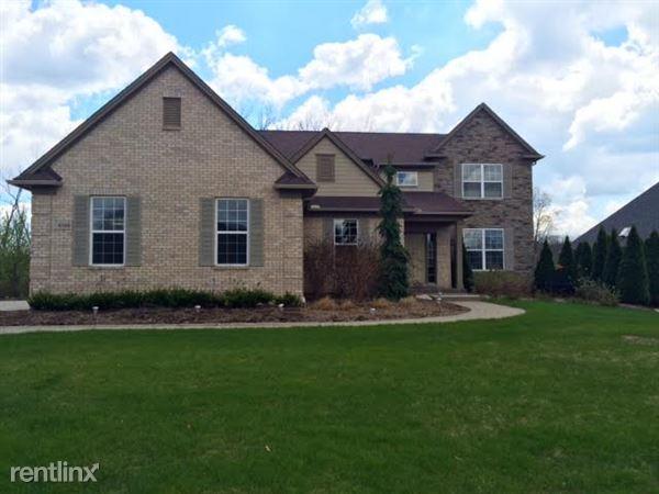 4584 Oakhurst Ridge Rd, Clarkston, MI