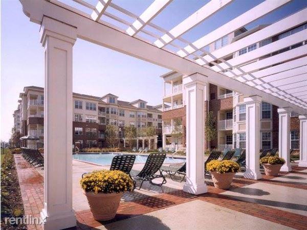 Courtyard:Pool