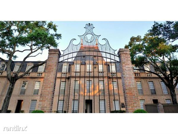 huge-in-houston-the-Chateaux-dijon-luxury-apartments-castle-gate