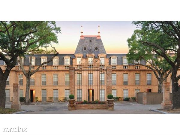 huge-luxury-houston-apartment-castle-exterior