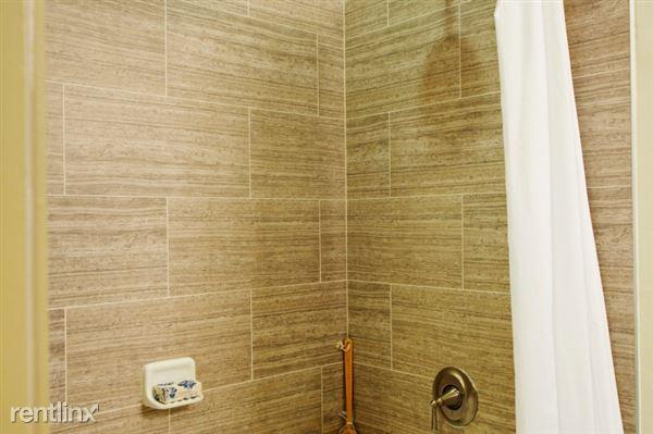 broadstone_sierra_pines_model_1_bath_1-800x533