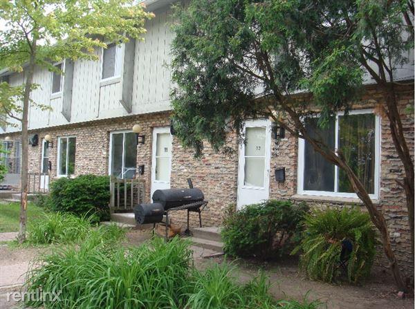 531 N Pine River St, Ithaca, MI