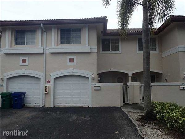 8973 Nw 38th Dr, Coral Springs, FL