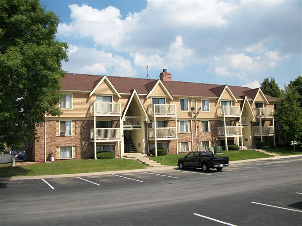 Stonegate Apartments, Glendale Heights. Apartment for rent.