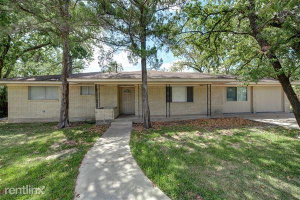 405 Fairway Dr, Bryan, TX