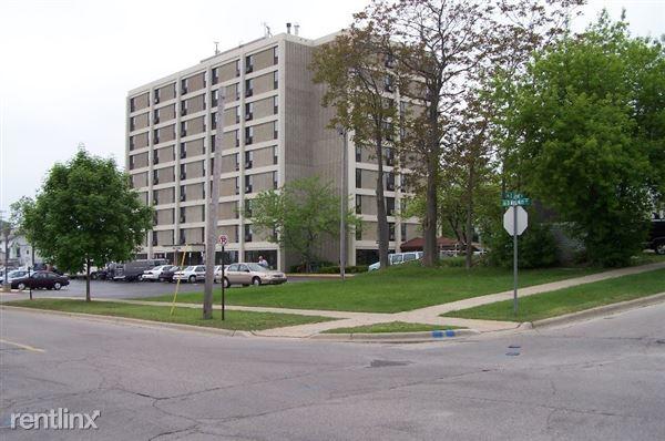306 S Walnut St, Bay City, MI