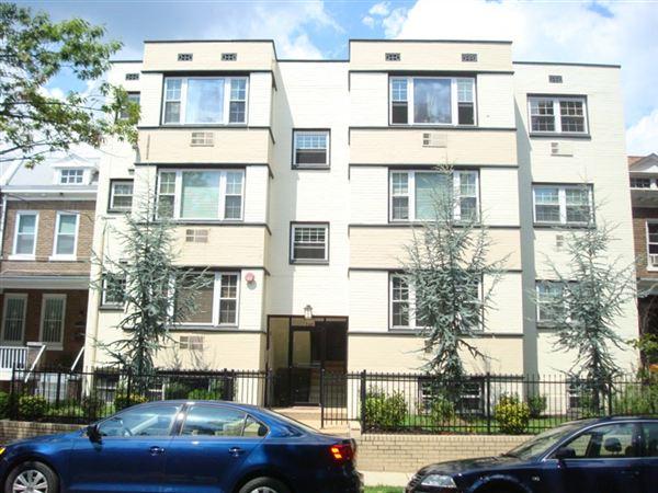 Condo for Rent in Washington
