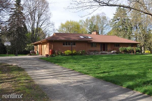 28838 Village Ln, Farmington Hills, MI