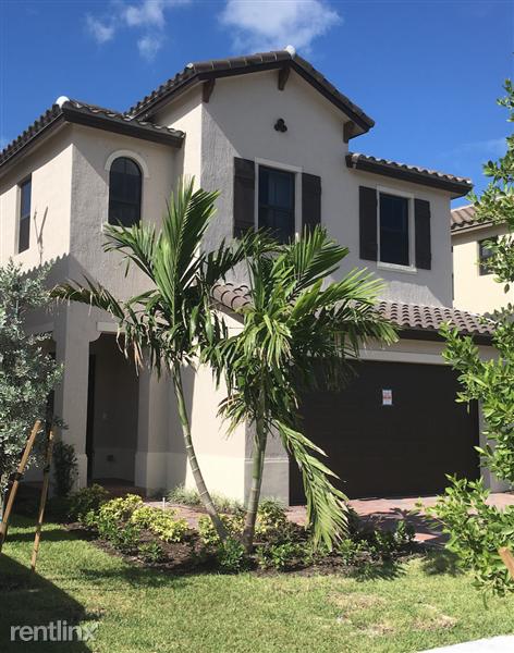3249 W 99th Pl, Hialeah Gardens, FL