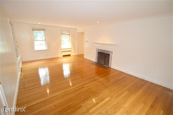10 Country Rd, Chestnut Hill, MA