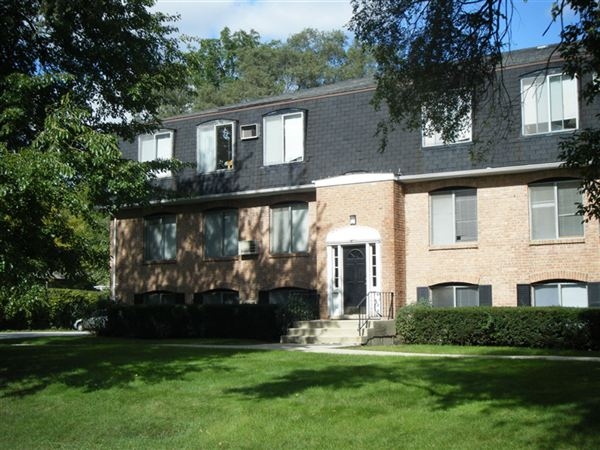 244 N Smith St Apt 202, Palatine, IL